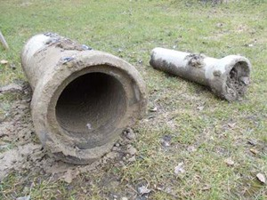 Magleby kloaksag: Et gammelt kloakrør af beton i fin stand.